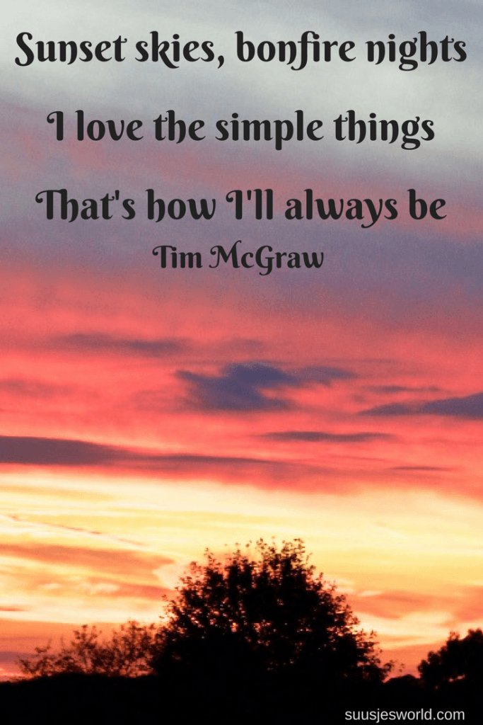 Sunset skies, bonfire nights, I love the simple things. That's how I'll always be. Tim McGraw Quotes, pinterest, nederland, suusjesworld, life quotes